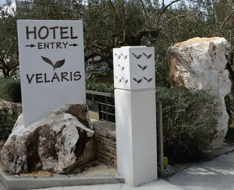 Entrens lamp and sign for hotel Vealris