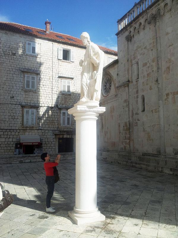 ok-stipe-statue